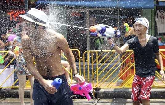 20110413-photo-vocab-spanish-word-of-the-day-guerra-de-agua-sangkron